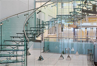 glass_curved_stairs5